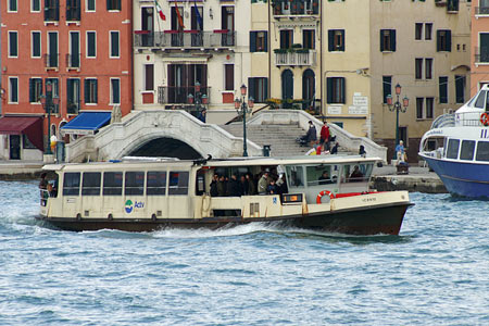 Venice - Venezia - Vaporetto - Photo: © Ian Boyle - www.simplonpc.co.uk
