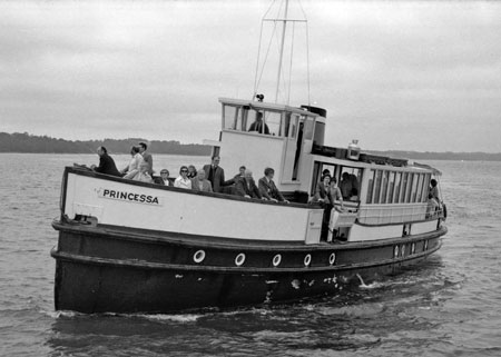 Princessa - Blue Funnel cruises - Photo: � John Hendy, 1977 - www.simplonpc.co.uk