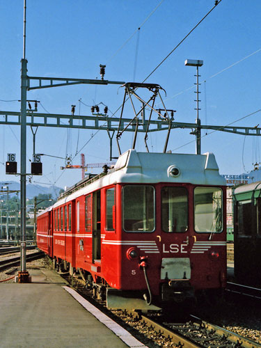 Luzern–Stans–Engelberg Bahn - Photo: ©1985 Ian Boyle - www.simplonpc.co.uk - Simplon Postcards