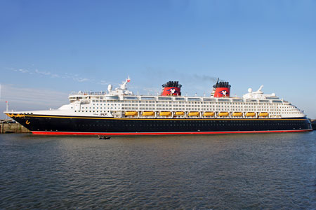 DISNEY MAGIC at Dover - Photo: © Ian Boyle, 12th June 2010 - www.simplonpc.co.uk