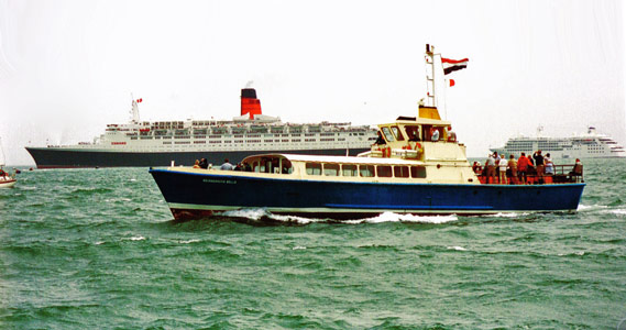 Bournemouth Belle & QE2- Photo: � Peter Lamb 1994