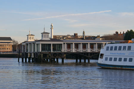 GRAVESEND TOWN PIER - www.simplonpc.co.uk - Photo: � Ian Boyle, 22nd January 2008