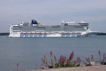 NORWEGIAN EPIC - www.simplonpc.co.uk - Photo: ©2010 Ian Boyle