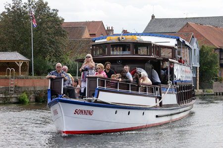 SONNING (1902) - Newark River Cruise Lines - Photo: © Ian Boyle, 24th August 2011 - www.simplonpc.co.uk