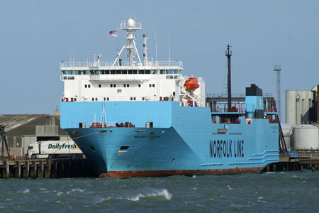 MAERSK FLANDERS - MV BALMORAL Cruise - Waverley Excursions - Photo: © Ian Boyle, 20th June 2006 - www.simplonpc.co.uk