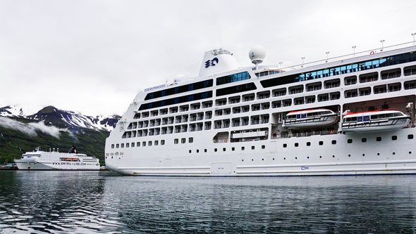 Ocean Princess Cruise - Lerwick - Photo: © Ian Boyle, 21st July 2015 - www.simplonpc.co.uk