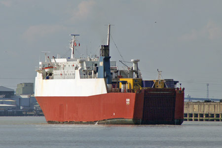 Calibur leaving Tilbury - Photo: © 2008 Ian Boyle - www.simplonpc.co.uk