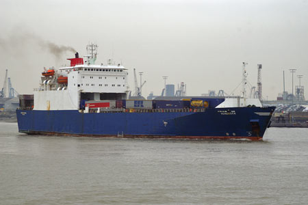 Hoburgen leaving Tilbury - Photo: © 2008 Ian Boyle - www.simplonpc.co.uk