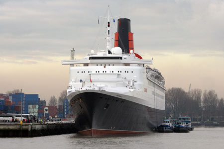 Queen Elizabeth 2- Cunard - www.simplonpc.co.uk - Photo: © Cees de Bijl 12th December 2007
