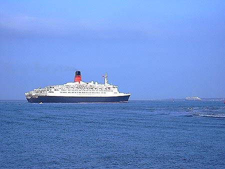 queen elizabeth 2 ship. the queen elizabeth 2 ship.