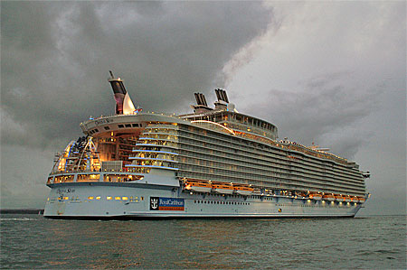 Oasis of the Seas - Photo: � Ian Boyle, 2nd November 2009