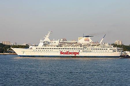 bahamas cruise casino ship escape