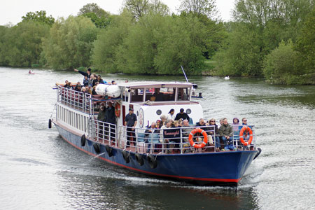 Connaught arriving at Hampton Court - Photo: � Ian Boyle, 5th May 2010