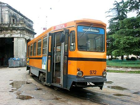 El juego de las imagenes-http://www.simplonpc.co.uk/Tram_Naples/Tram-972-02.jpg