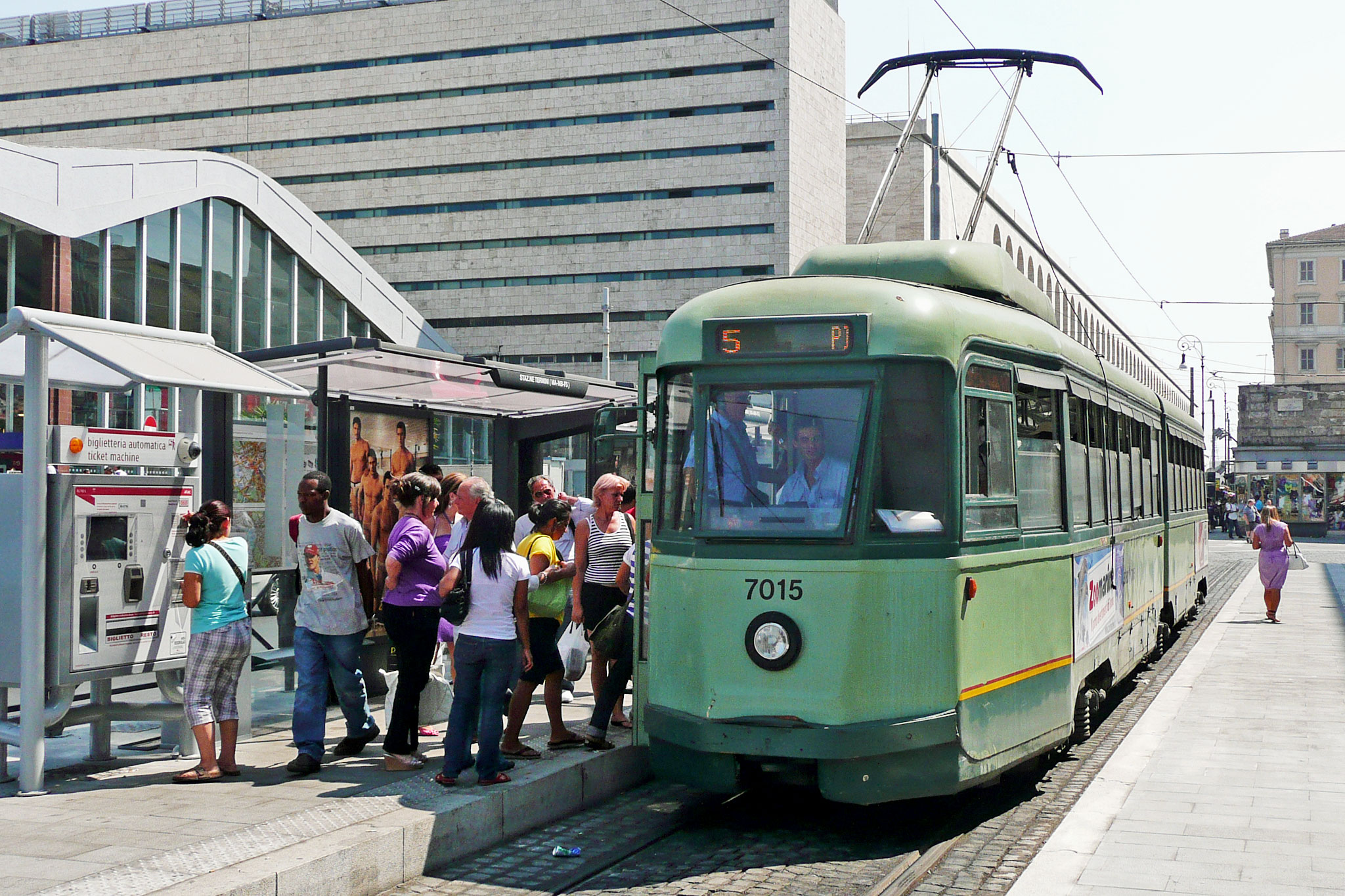 Figure 8: 7000 Series model tram has 6 axles with two railway carriages (railroad cars) ‍‍connected. This is one of the ‍‍earliest model ‍‍delivered between 1948-49 under ATAC. Line 5 and 14 still have this tram model.