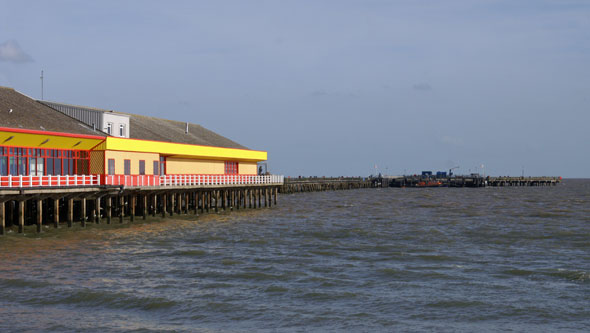 Walton Pier - www.simplonpc.co.uk - Photo: �2006 Ian Boyle